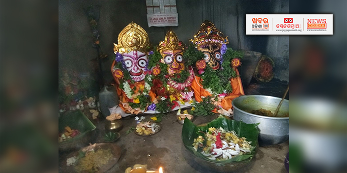 Prasad offered to deities at Benakandha Suniti in Kendrapara