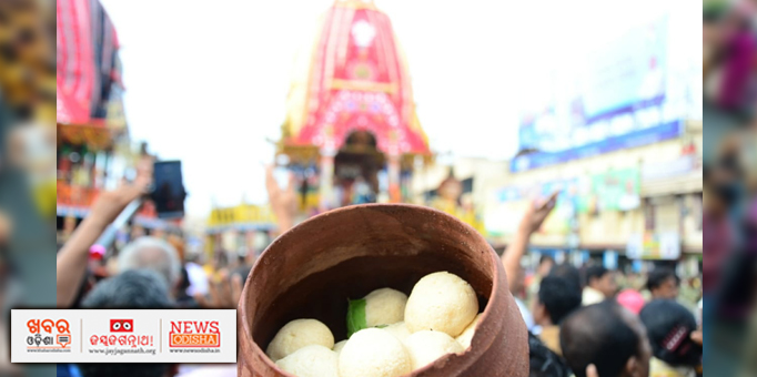 Khabar Odisha:Syrupy-sweet-Rasagola-being-offered-to-Lord-Jagannath-on-occasion-of-Niladri-Bije-in-Puri