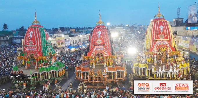 Panoramic view of three chariots in the evening of Bahuda Yatra in front of Sri Mandir in Puri-