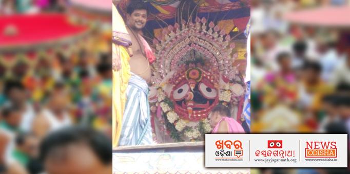 Lord Jagannath gracing the chariot