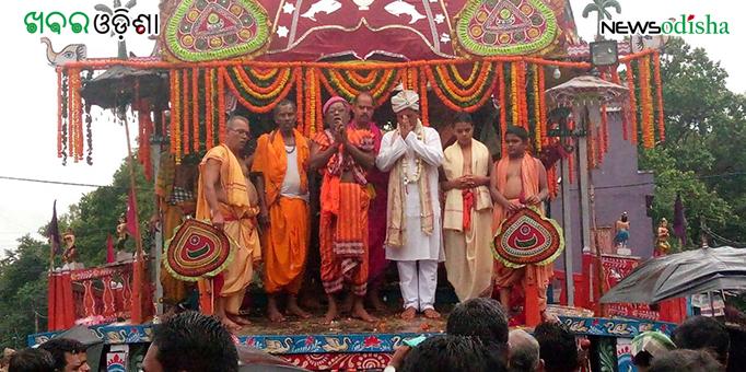 Pradipta Kumar Sahani sweeps chariot during the Bahuda Yatra at Phulbani in Kandhamal