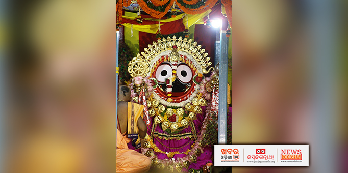 Jay Jagannath: Lord-Jagannath-looks-adorable-in-golden-attire-at-ISCKON-temple-in-Bhubaneswar
