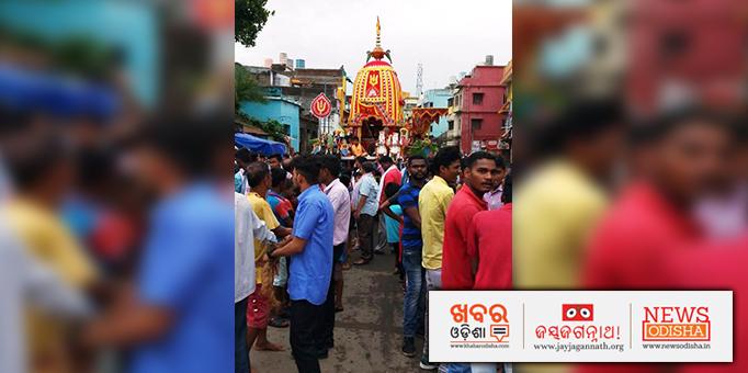 Jay Jagannath: Devotees-pulling-chariot-at-Badadanda-Sahi-Old-Town