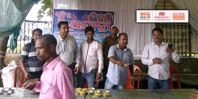 Maa Samalei Truck Owners Association arranged Prasad distribution in Bandhabahal, Jharsuguda