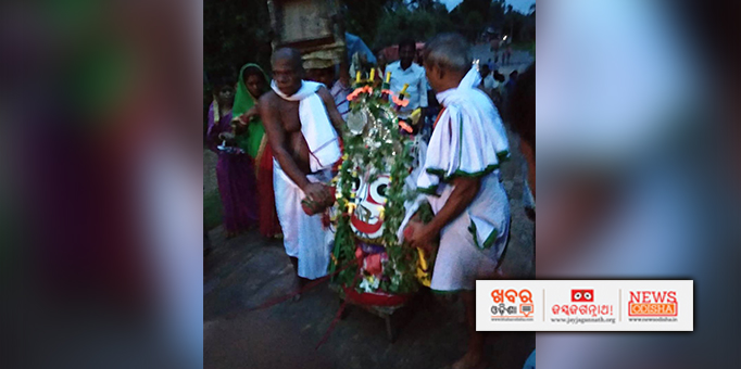 Lord Balabhadra coming in Pahandi for Bahuda Yatra at Bhandaripokhari in Bhadrak