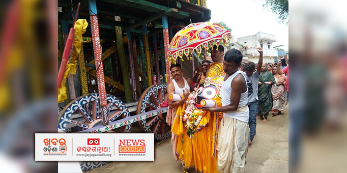 Lord Jagannath escorted to Adap Mandap in Pahandi in Kukurjangha, Jharsuguda