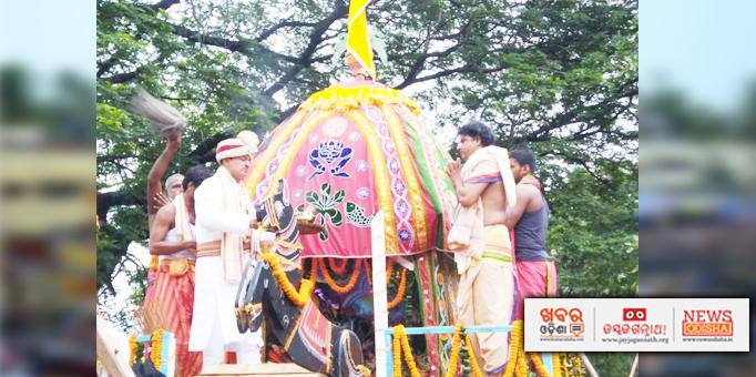 The first servitor performing Chera Panhara ritual on Bahuda Yatra at Balakati in Khordha