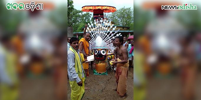 Lord Jagannath being taken to the chariot for Bahuda Yatra at Kotsamala in Subarnapur