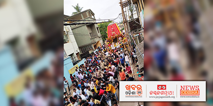 Jay Jagannath: Chariot-of-the-Great-Lord-on-its-way-to-Shree-Gundicha-Temple-