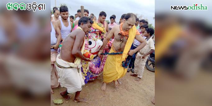 Lord Balabhadra being taken to his aunt's adobe at Patali Khetra in Kotsamalai, Subarnapur