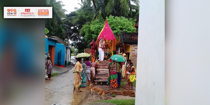 Lord Jagannath and his siblings escorted back to the chariot at Pipili for Bahuda Yatra