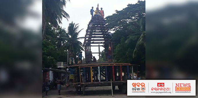 Carpenters busy making chariot for Rath Jatra at Keredagarh Jagannath temple in Kendrapara