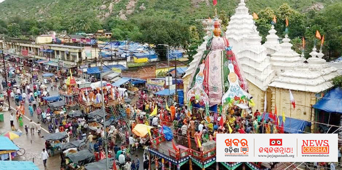 Crowd of devotees in Nilagiri of Balsore to have a glimpse of deities on chariot