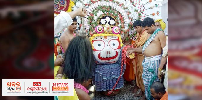 Lord Balabhadra being escorted to chariot in Pahandi in Nilagiri, Balsore