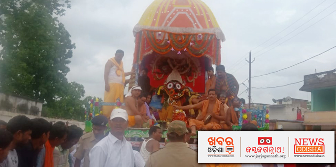 Lord Jagannath alongwith servitors on the chariot admist devotees