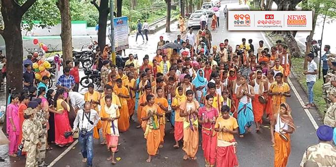 Khabar Odisha:Devotees-performing-Sankirtan-during-Ratha-Jatra-at-Nalco-Anugul-