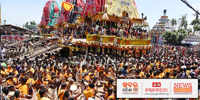 The chariots of the Lords and Goddess admist thousands of devotees.