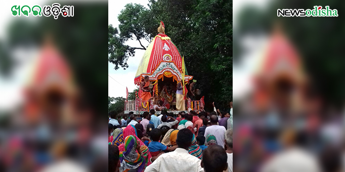 People throng to pull chariot during Bahuda Yatra at Dharmasala in Jajpur
