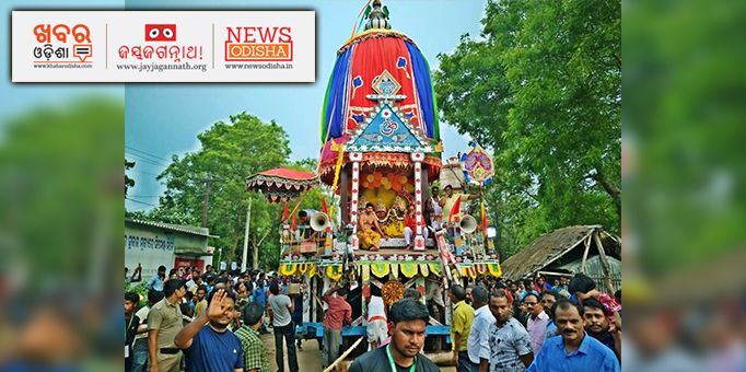 Holy Trinity alongwith servitors on the chariot