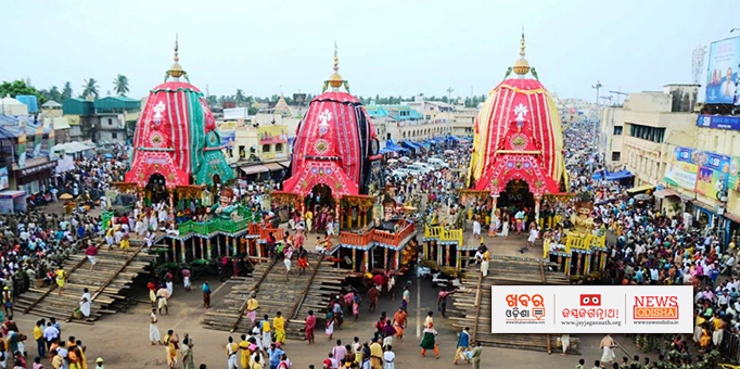 Khabar Odisha:Congregation-of-devotees-on-Bada-Danda-to-behold-the-deities-on-chariot-during-Niladri-Bije-in-Puri