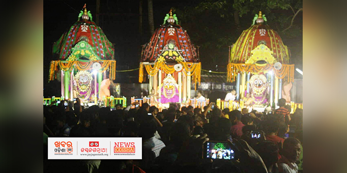 Jay Jagannath: Suna-Besha-of-holy-trinity-on-the-chariot-at-ISCKON-temple-in-Bhubaneswar