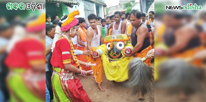 Lord Jagannath taken to the chariot as dancer welcomes the Lord to the Maausima Temple at Bhuban in Dhenkanal