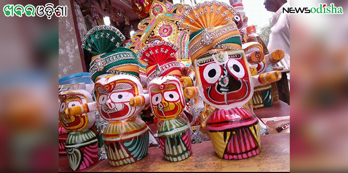 Makeshift shops in Puri selling miniature deities on the occasion of Rath Yatra