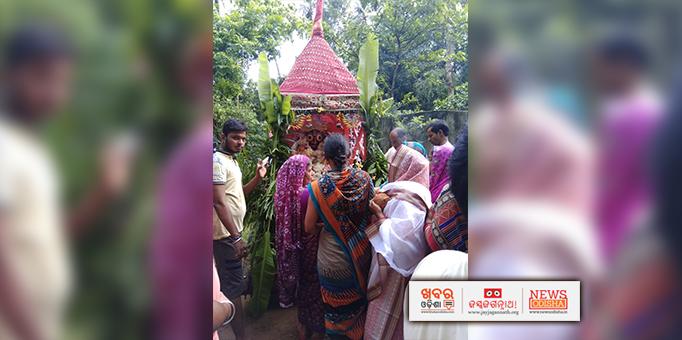 Women devotees worshipping Lord Jagannath at Dasarathpur in Jajpur