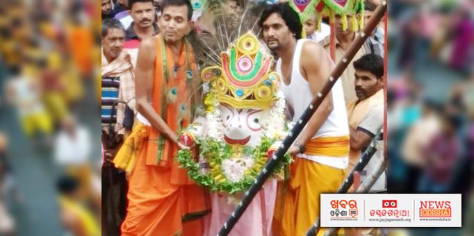 Lord Balabhadra being taken to chariot for Bahuda Yatra at Gotamunda in Koksara, Kalahandi