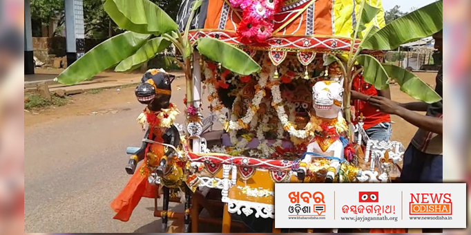Lord Jagannath and His Siblings on the chariot returning to the 'Ratna Bedi'.