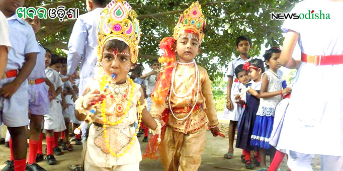Costumed in Lord Krishna attire, children enjoy Rath celebration in Malkangiri