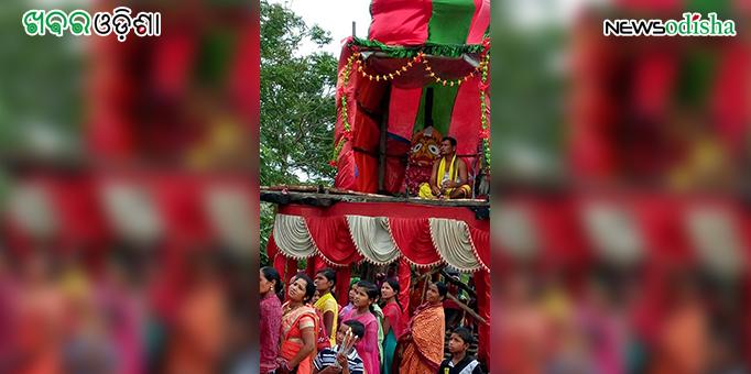 Maa Subhadra on the chariot during Bahauda Yatra at Kotsamalai in Subarnapur
