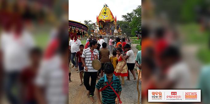 Devotees pulling the Lord Jagannath's chariot at Dadhimachhagadia, Khordha