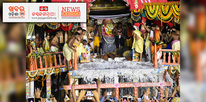 The Holy Panna flowing down from the chariot of Devi Subhadra