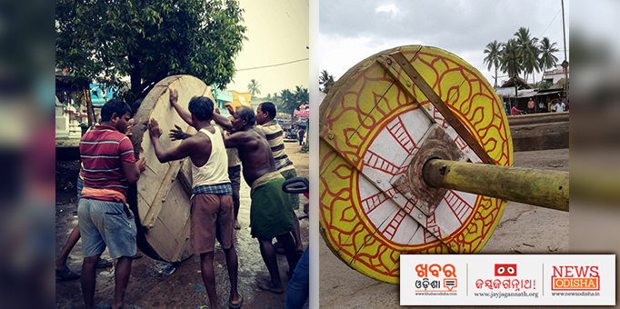 Carpenters fixing wheel into the axle of a chariot for Rath Jatra at Baldev Jew temple in Kendrapara