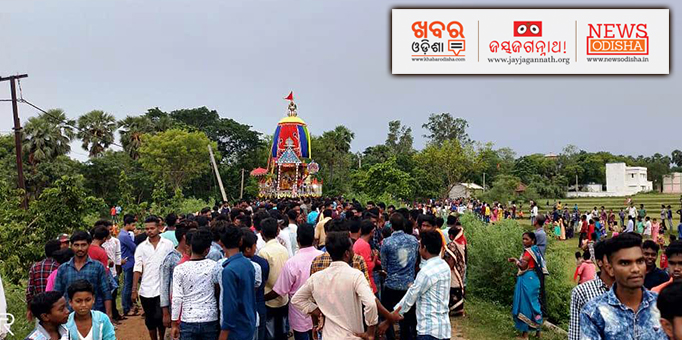 Chariot admist hundreds of devotees