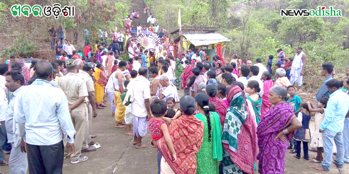 People flocked to pull the chariot of the Lord during Rath Yatra at Patali Khetra in Kotsamalai, Subarnapur on Rath Yatra