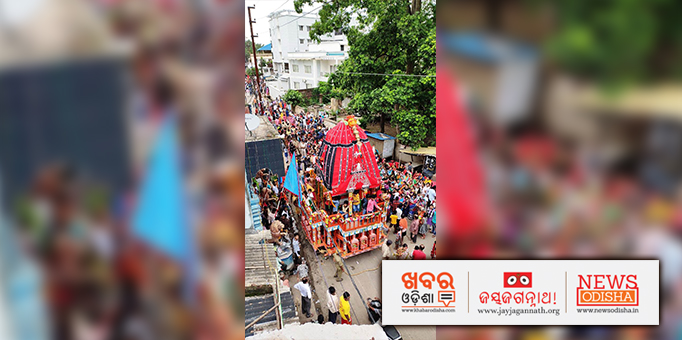 Jay Jagannath: Devotees-pulling-MaaSubhadras-chariot-towards-its-destination