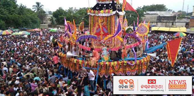 Jay Jagannath: Shape-of-the-chariot-in-Bargarhs-Bhatli-is-entirely-different-pictures-of-the-colourfully-decorated-chariot