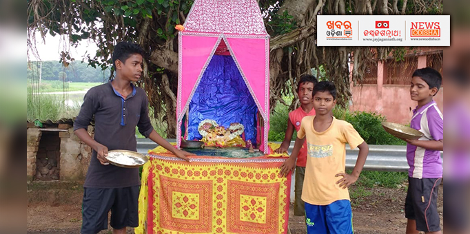 Miniature chariot made by children at Kalyanpur near Delang in Puri