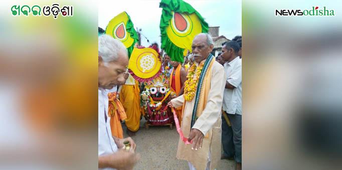 Chariot rolls back towards Lord Jagannath's shrine during Bahuda Yatra at Risida in Kalahandi