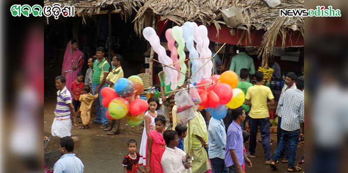 Traders sells balloons and other articles during the Bahuda Yatra at MV79 in Malkangiri