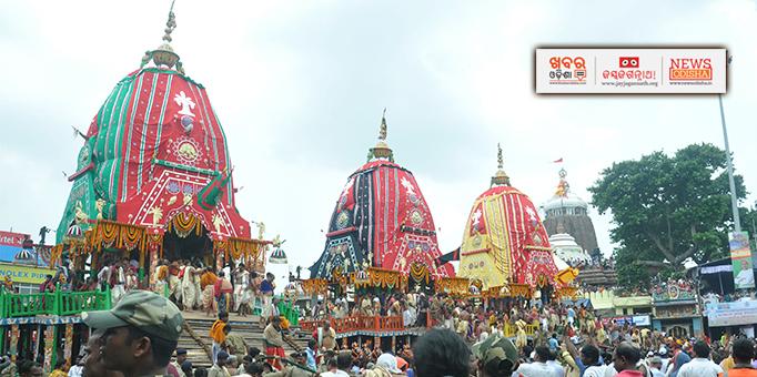 Khabar Odisha:The-three-chariots-stationed-outside-ShriMandir-Puri---