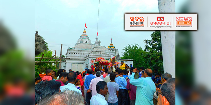Devotees congregate at Kukurjangha Jagannath temple in Jharsuguda for Rath Yatra