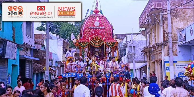 Jay Jagannath: Goddess-Subhadra-and--her-servitors-on-the-chariot-admist-devotees