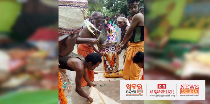 Lord Balabhadra's Pahandi ritual at Bhandaripokhar in Bhadrak