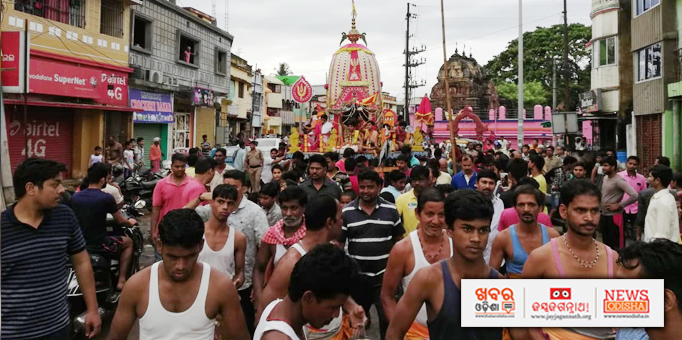 Jay Jagannath: Sibling-deities-returning-to-their-abode-amidst-heavy-crowd-of-devotees-at-Old-Bhubaneswar