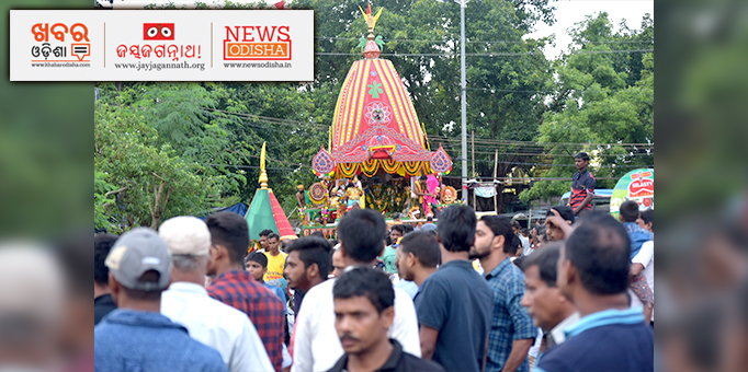 Jay Jagannath: Chariot-with-Holy-Trinity-admist-devotees