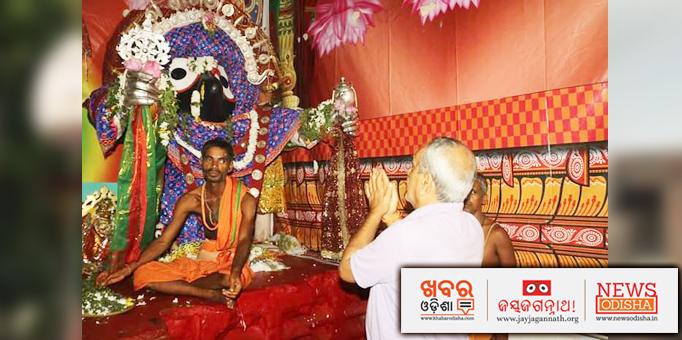 Devotee worshipping Lord Jagannath.