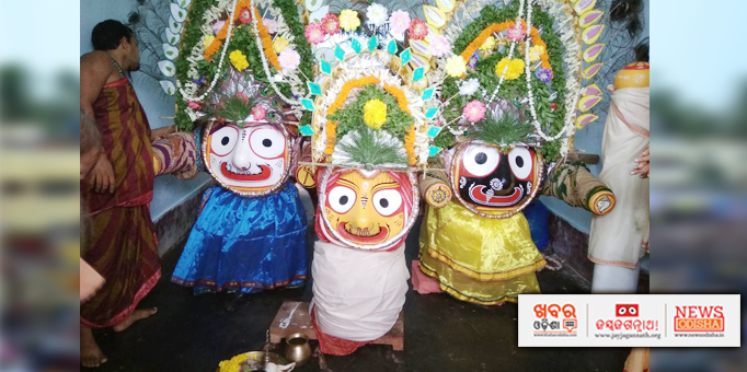 The three deities have been decorated with floral Tiara (Tahia) just before their return journey to Sri Mandir, at Brahmapur, Ganjam